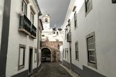 Pohled na vstupní bránu do Starého města
